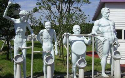22 Weird Statues That Actually Exist