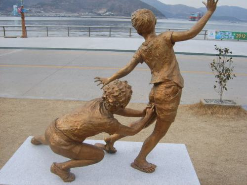 The-Worlds-Most-Bizarre-and-WTF-Statues-0007