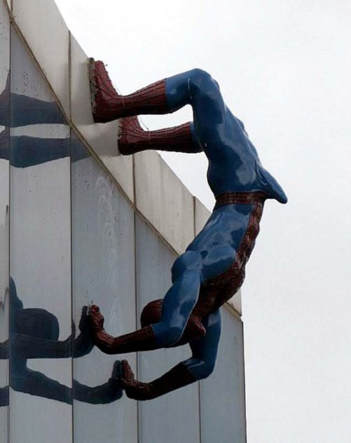 The-Worlds-Most-Bizarre-and-WTF-Statues-0015