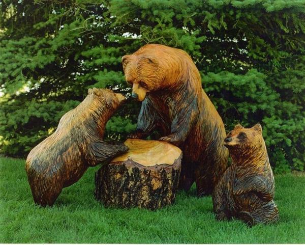 Wooden figures can offer your arrangement a tailored bit
