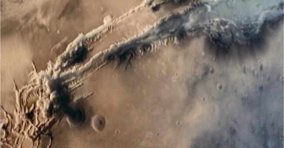 Mushroom Cloud on Mars Spotted by India's Orbiter
