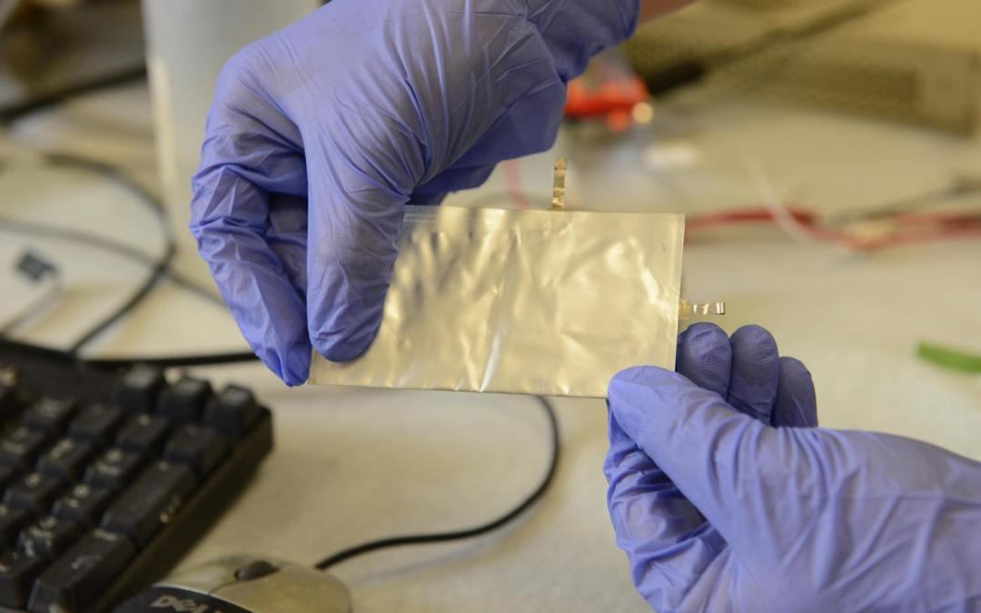 New Aluminum Battery For Smartphones Can Be Charged In A Minute