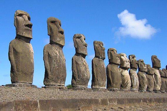 """Easter Island : The """"Walking"""" Statues"""