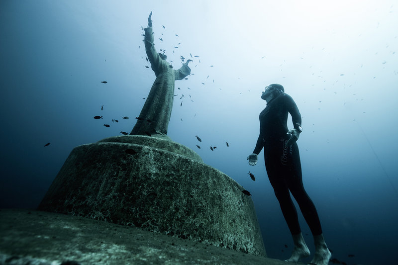10 Pictures of the Most Beautiful Underwater Statues