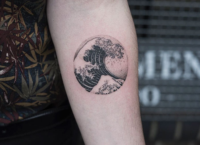 The-Great-Wave-Off-Kanagawa-Hokusai-small-tattoo