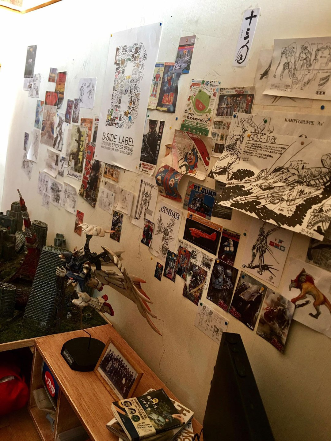 ARTIST MAKES MINIATURE MODEL OF HIS ROOM 16