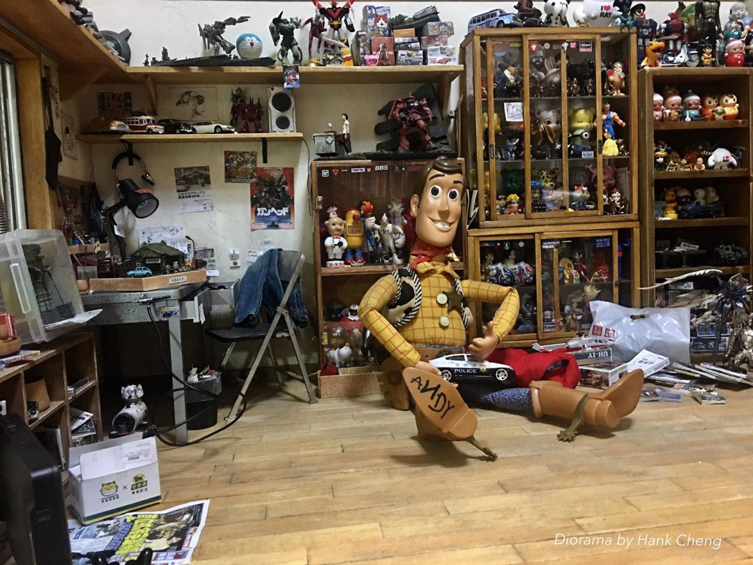 ARTIST MAKES MINIATURE MODEL OF HIS ROOM 3