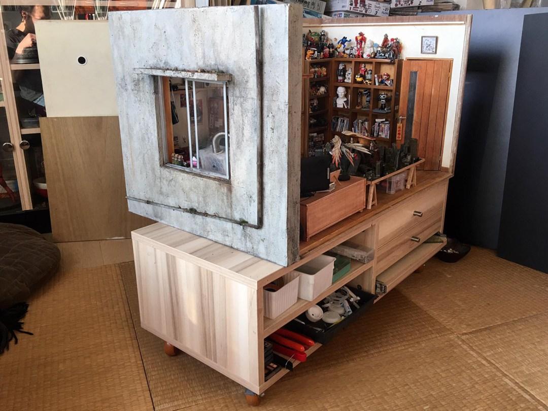 ARTIST MAKES MINIATURE MODEL OF HIS ROOM 34