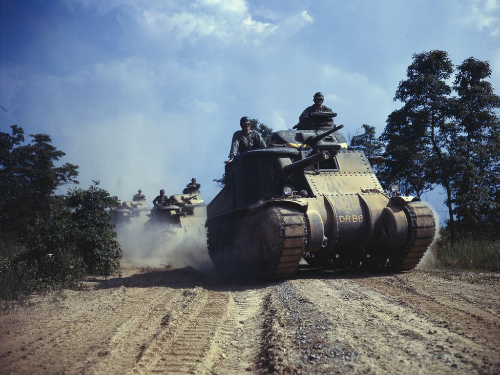 Life at Fort Knox in 1942 - 19. The convoy moving at speed.