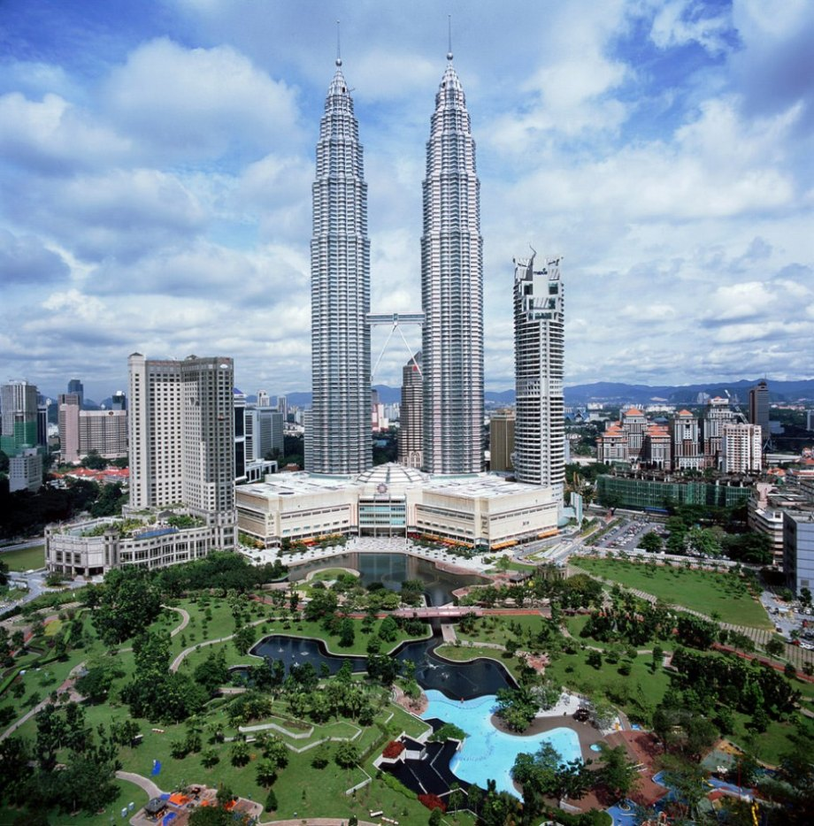 The bridge between the Petronas Towers, Kuala Lumpur, Malaysia