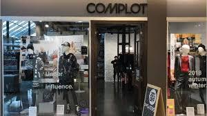 Complot cierra sus locales en shoppings y despide al personal