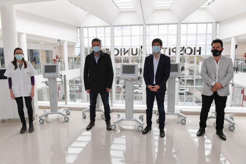 Juan Andreotti y Sergio Massa presentaron cinco respiradores para los hospitales de San Fernando