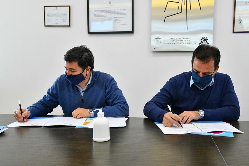 Ariel Sujarchuk y Daniel Arroyo firmaron importantes convenios para fortalecer los Centros   de Desarrollo Infantil y el programa Operativo Frío en los sectores más vulnerables del distrito