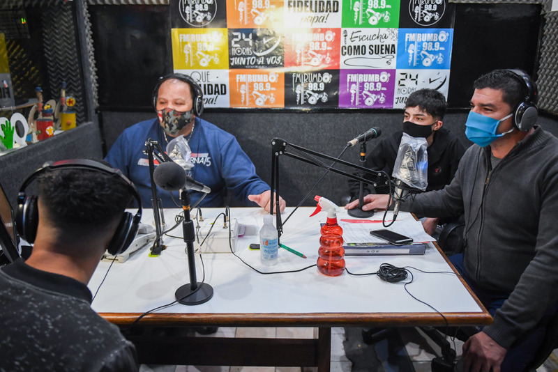"""Jóvenes del Centro Municipal """"Casa de Día"""" celebraron en su programa los 100 años de la radio argentina"""