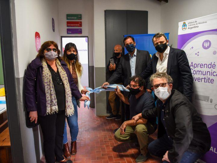 """Ariel Sujarchuk inauguró el Centro Educativo Integral y de Oficios """"Paulo Freire"""" y el primer Punto Digital del distrito"""