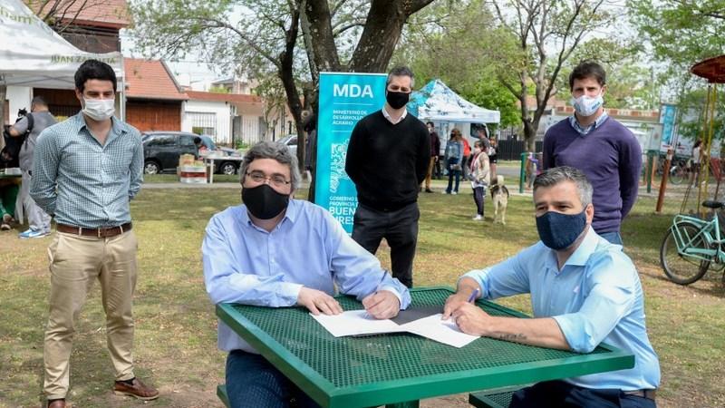 El intendente Juan Zabaleta y el ministro de Desarrollo Agrario de la provincia, Javier Rodríguez, lanzaron en Hurlingham el programa Mercados Bonaerenses