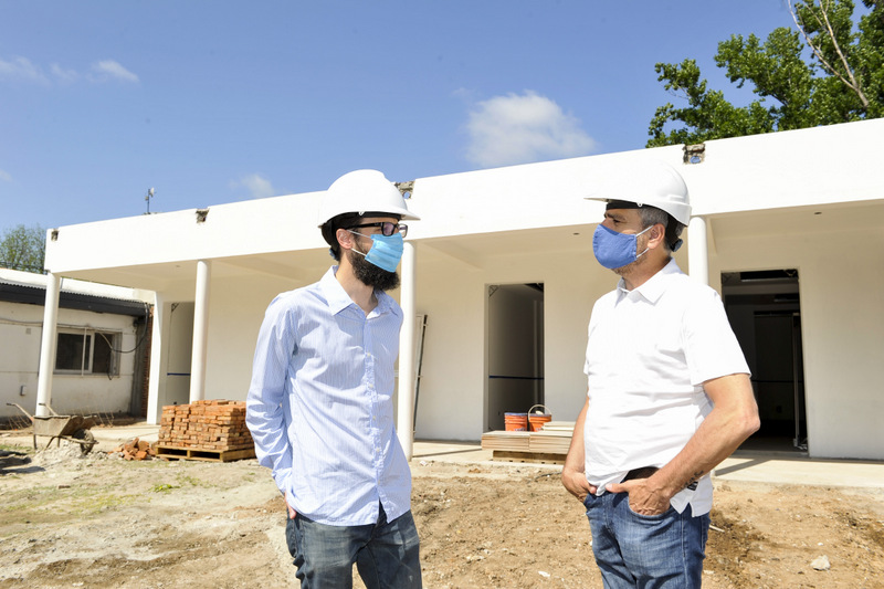 Zabaleta y el ministro de Infraestructura bonaerense, Agustín Simone, recorrieron la obra de ampliación de un Centro de Salud en William Morris