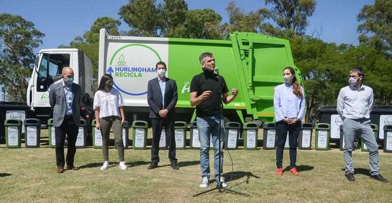 """Zabaleta y Wado de Pedro presentaron un camión recolector y nuevo equipamiento para poner en marcha el programa """"Hurlingham recicla"""""""