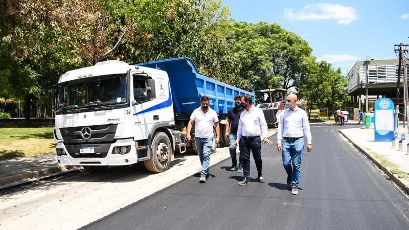 Ariel Sujarchuk recorrió las obras de repavimentación de avenida  De los Inmigrantes y de la calle Independencia en Belén de Escobar