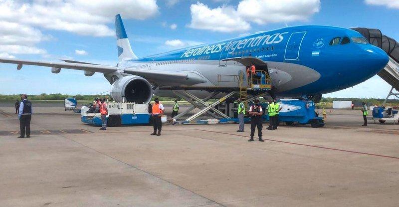 Llegó el avión de Aerolíneas Argentinas procedente de Moscú con la segunda tanda de vacunas