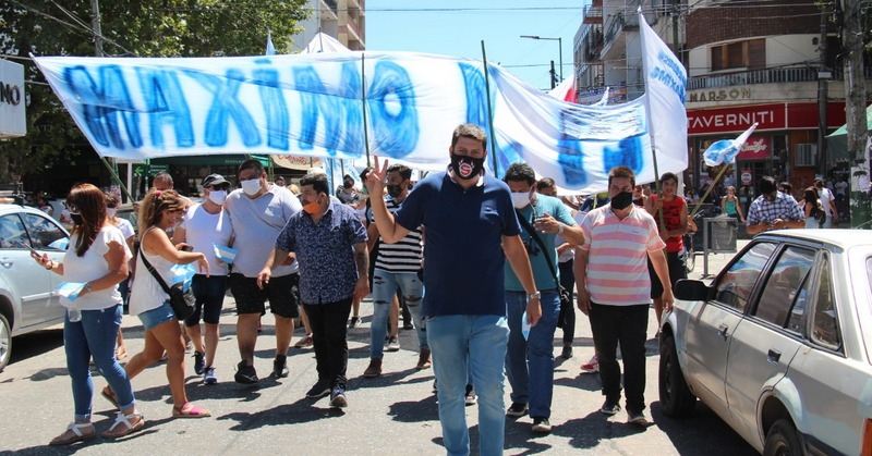 Épica presentación de Kompromiso Máximo en su movilización a Esteban Echeverría para pedir por Máximo Kirchner como Presidente del PJ.