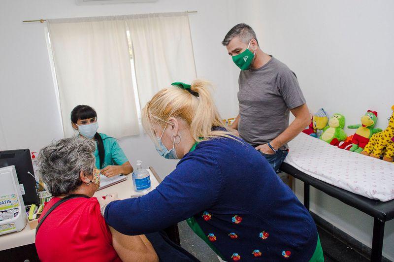 Zabaleta supervisó la campaña de vacunación antigripal en el centro de salud Ángel Bo