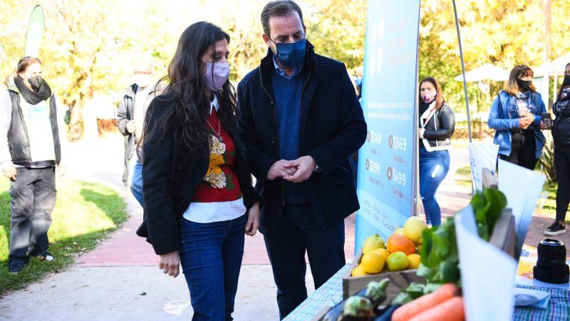 Ariel Sujarchuk y Paula Español firmaron un convenio para desarrollar  el Mercado Federal Ambulante en el partido de Escobar