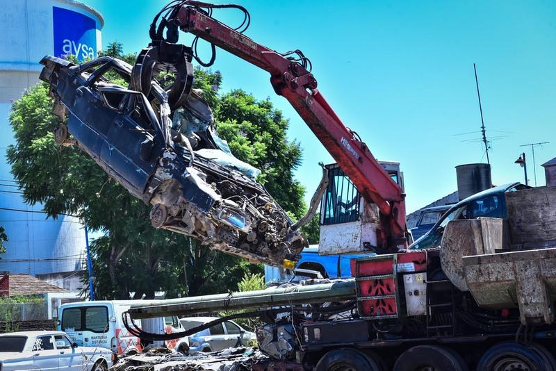 El Municipio finalizó con las tareas de compactación, descontaminación y disposición final de vehículos y chatarra abandonada