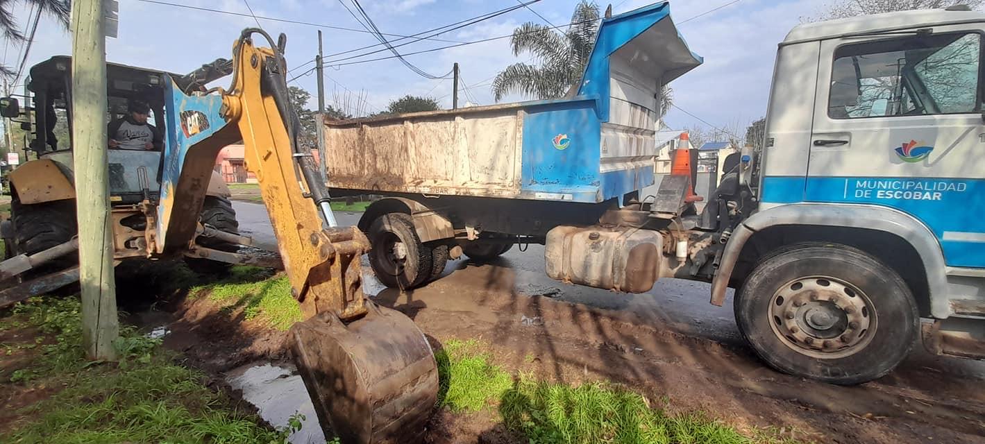 La Municipalidad de Escobar continúa con los trabajos de bacheo, estabilizado y mantenimiento del espacio público en todo el distrito