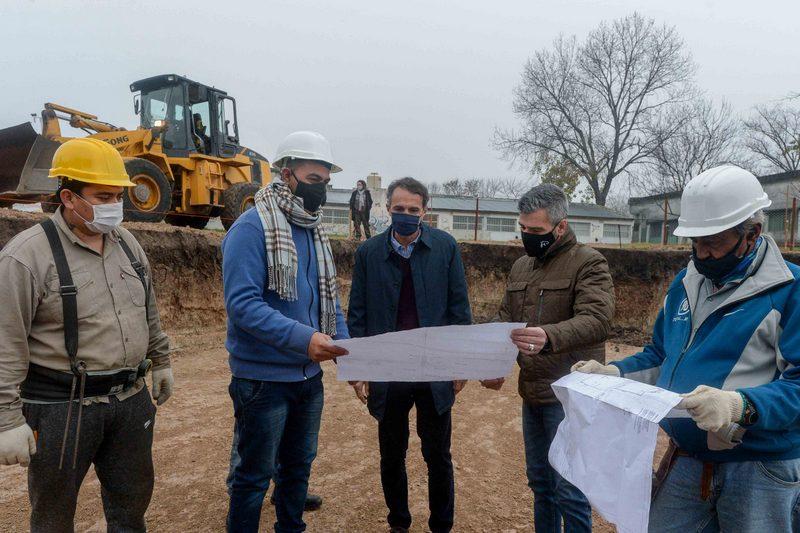 Zabaleta y Katopodis recorrieron la obra del nuevo Polideportivo de Villa Tesei