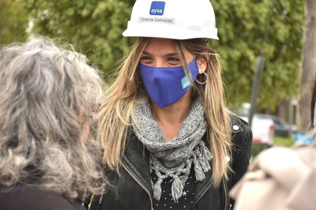 """Malena Galmarini recorrió la obra que llevará agua potable al barrio """"La Ruedita"""" en Boulogne, partido de San Isidro"""