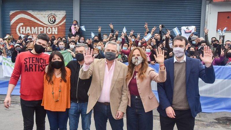 Alberto Fernández recorrió una fábrica de mermeladas en Hurlingham junto a Selci, Zabaleta, Rodríguez y Tolosa Paz