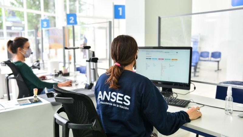 ANSES Escobar entregó las primeras jubilaciones en reconocimiento por las tareas de cuidado a 30 mujeres del distrito