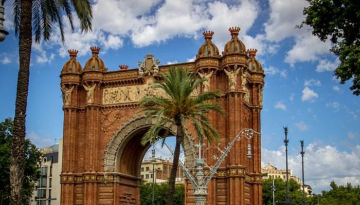 arc de triomf barcelona on a sunny day