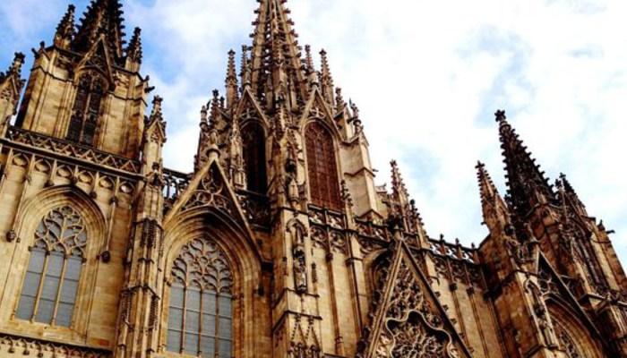 exteiror of cathedral barcelona