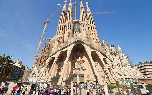 photo of the famous sagrada familia