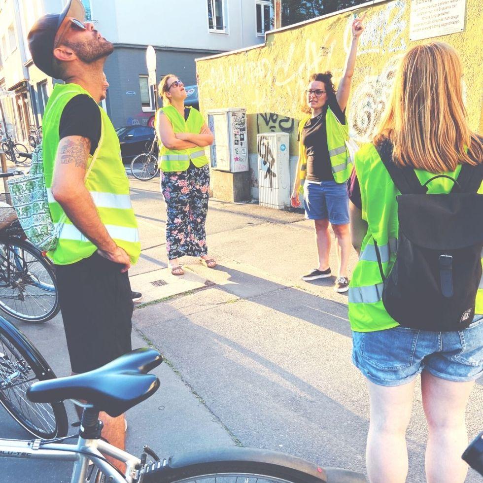 blauer Fahrradreifen Stadtführung durch Köln mit Weste