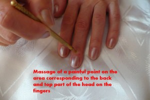 massage-of-a-painful-point-corresponding-to-the-back-and-top-part-of-the-head-on-the-fingers