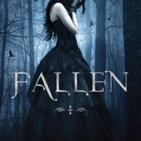#Review: Fallen by Lauren Kate #ThrowbackThursday (This book caused a riot)