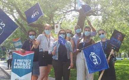 Syndiquées de l'APTS en grève le 7 juin 2021