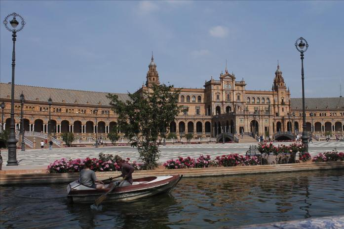 Visiting Sevilla in the southern region of Andalucia. Funded all on an auxiliar paycheck!
