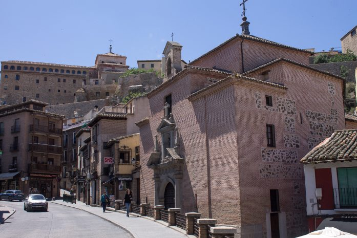 Day trip to Toledo - A great and easy day trip from Madrid, Spain. Experience the history of the city of three cultures!
