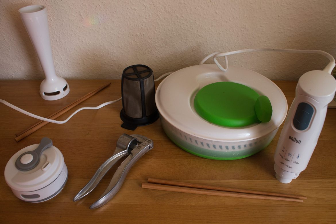 Our Mobile Travel Kitchen - 10 essential items to have in your bag as a Long-term and self-catering traveler.