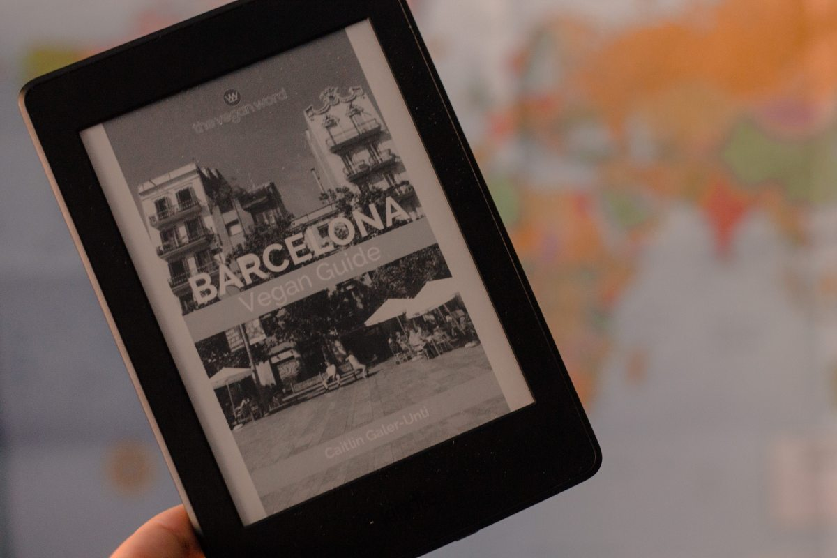 [Giveaway!] Barcelona Vegan Guidebook by The Vegan Word