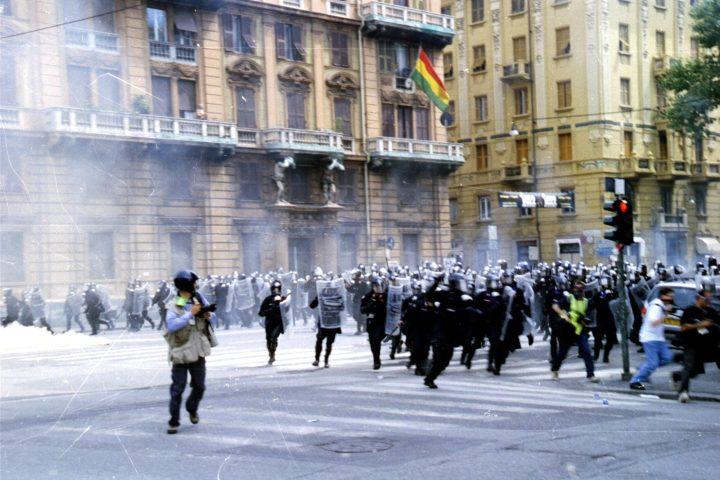 Genova G8 2001 Carica in Corso Torino
