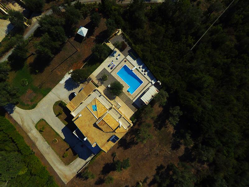 altigator drone uav real estate market buildings villa aerial view surroundings 2 - Applications pour drones