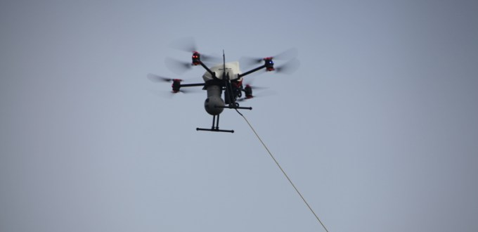 altigator-onyxstar-drone-vol-captif-tethered-flight-live-broadcast-tv-aerial-view