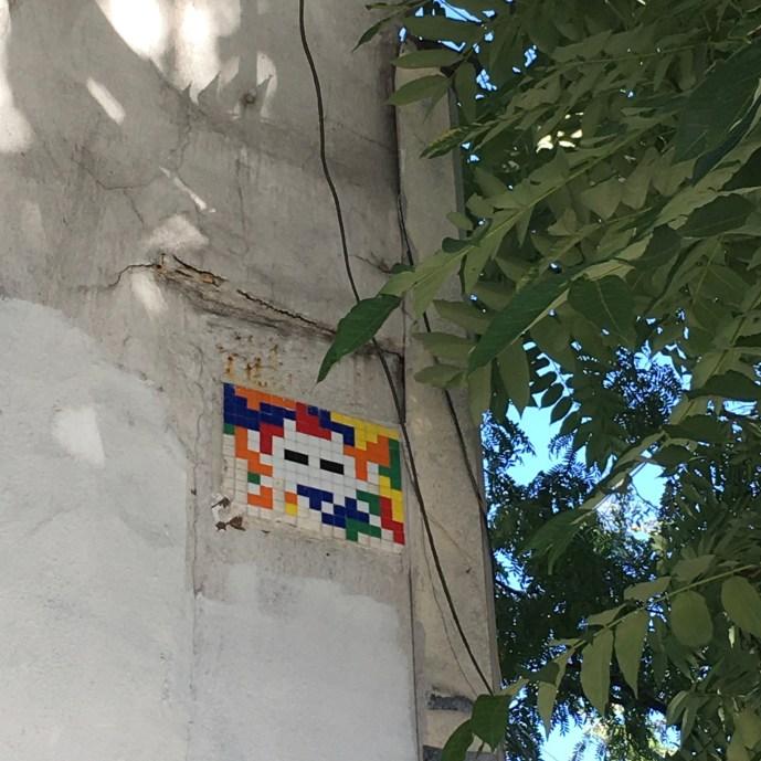 Mosaïque Street Art créée par l'artiste Invader et posée sur le Houston Bowery wall à New York