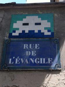 Invader situé rue de l'évangile à Paris