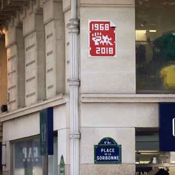 Célébration de mai 68 place de la Sorbonne. Invaders